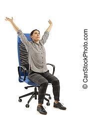 kobieta, biuro, posiedzenie, strech, krzesło, porusza się