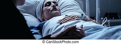 kobieta, córka, jej, konający, fotografia, rura, łóżko, trzymał, dychając, poziomy, szpital, leżący