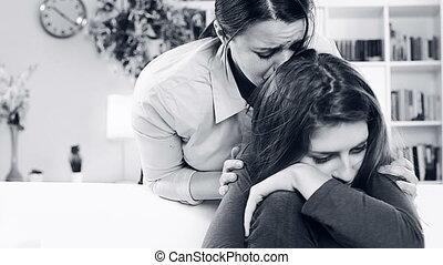 kobieta, córka, pytając, przebaczać