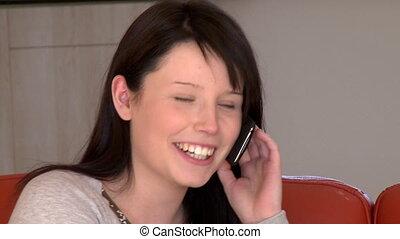 kobieta, cellphone, mówiąc, młody