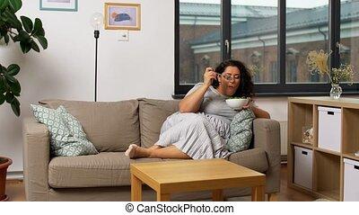 kobieta, dom, roślina, uśmiechanie się, sałata, jedzenie, ...