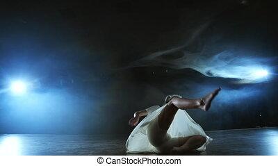 kobieta, dym, taniec, ballet., strój, nowoczesny, ...
