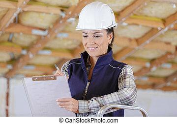 kobieta dzierżawa, clipboard, smily, budowniczy