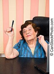 kobieta dzierżawa, handlowy, starszy, ołówek