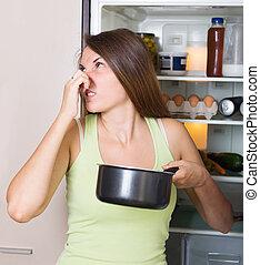 kobieta dzierżawa, jadło, młody, faul