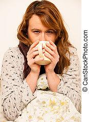 kobieta, filiżanka, herbata, zły, ciepły, feaver, pod, picie, koc