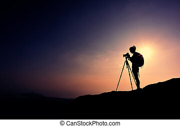 kobieta, fotograf, biorąc fotografię