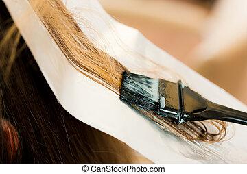 kobieta, fryzjer, barwa, włosy, nowy, dostaje, ?