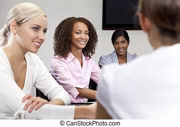 kobieta handlowa, amerykanka, samiczy afrykanin, spotkanie, szczęśliwy