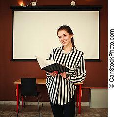kobieta handlowa, biuro, deska, stać, biały, przedstawiając, spotkanie pokój