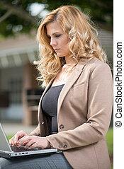 kobieta handlowa, jej, dwudziestki, pociągający, blond, ładny, kaukaski