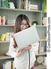kobieta handlowa, laptop, biblioteka, asian, dzierżawa