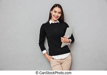 kobieta handlowa, laptop komputer, asian, dzierżawa, uśmiechanie się, odzież