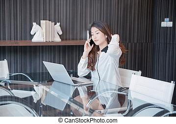 kobieta handlowa, laptop, telefon, asian, przód, używając