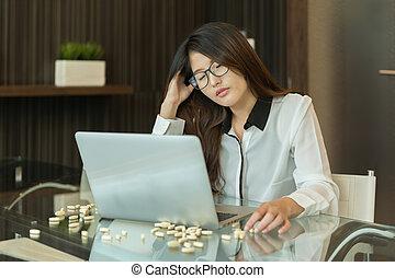 kobieta handlowa, lekarstwa, nerwowy, laptop, asian, akcentowany, przód, używając, poza