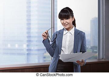 kobieta handlowa, papier, asian, dzierżawa okulary