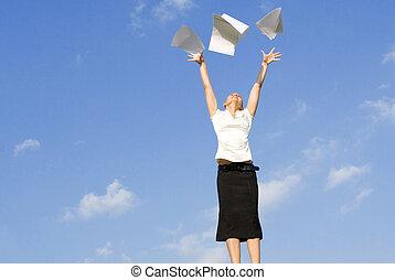kobieta handlowa, pojęcie, powietrze, rzucące papiery