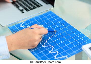 kobieta handlowa, spoinowanie, laptop, biuro, dokument, dane