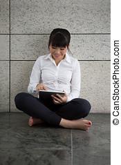 kobieta handlowa, tablet., asian, cyfrowy, używając