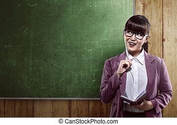 kobieta handlowa, tablica, na, asian, uśmiechanie się, opróżniać