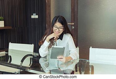 kobieta handlowa, tabliczka, osoba, asian, używając