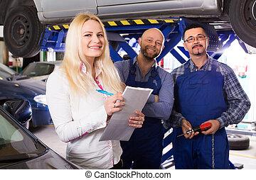 kobieta, i, dwa, auto, mechanika