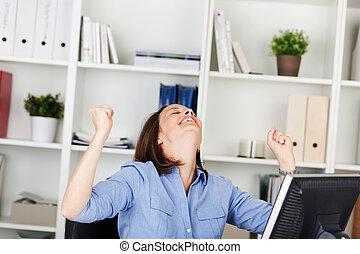 kobieta interesu, jej, biuro, uradowanie