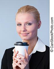 kobieta interesu, kawa, dzierżawa filiżanka