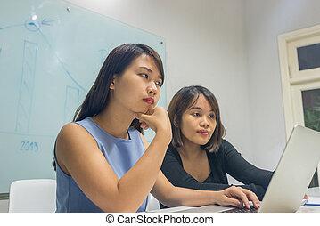 kobieta interesu, laptop, pracujące biuro, asian