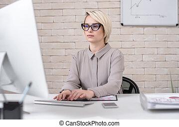 kobieta interesu, nowoczesny, pracujące biuro, pc