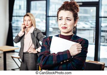 kobieta interesu, po, bilansista, ścisły, praca, płacz, wywiad