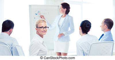 kobieta interesu, spotkanie, biuro, handlowy