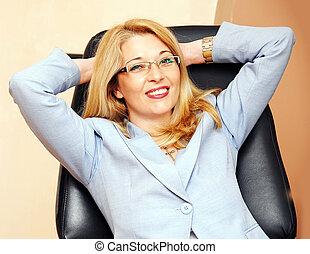 kobieta interesu, w, okulary, gest