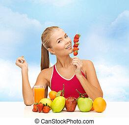 kobieta jedzenie, jadło, truskawka, organiczny, uśmiechanie się