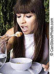 kobieta jedzenie, krewetka