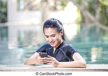 kobieta, jej, młody, smartphone, asian, używając