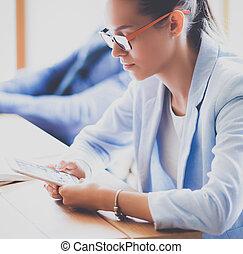 kobieta, komputer, handlowy, tabliczka, posiedzenie, biuro, jej, używając