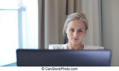 kobieta, komputer, pracujący
