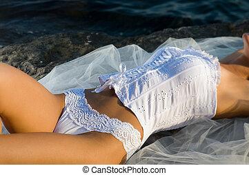 kobieta, leżący, gorset, skała