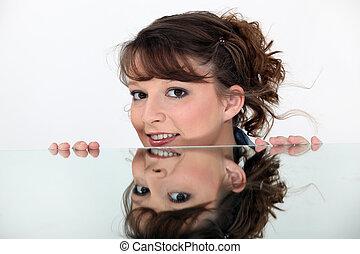 kobieta, lustro, odbijał się, twarz