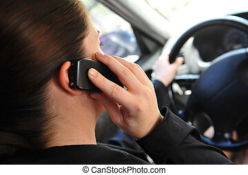 kobieta mówiąca, ruchomy, wóz, młody, telefon