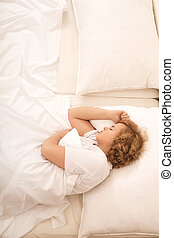 kobieta, młody, łóżko, spanie