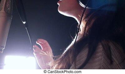 kobieta, młody, nagranie, sentymentalny, studio, pociągający, śpiew, spojrzenia