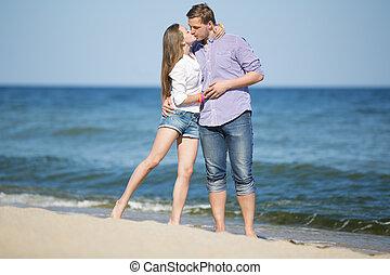 kobieta, młody, portret, całowanie, plaża, człowiek