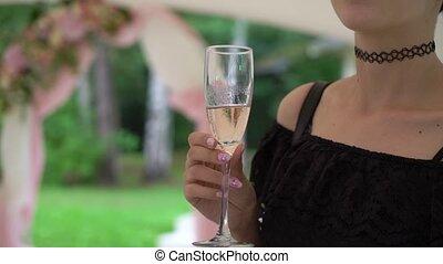 kobieta, młody, szkło, dzierżawa, białe wino