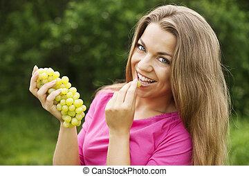 kobieta, młody, winogrona