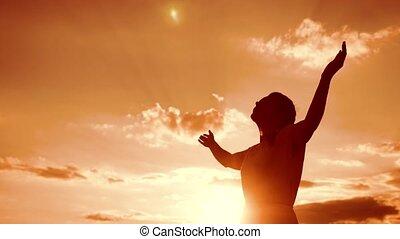 kobieta modląca, na, jej, knees., dziewczyna, fałdowy, jej,...