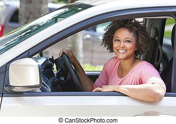 kobieta, napędowy, wóz, młody, amerykanka, afrykanin, dziewczyna