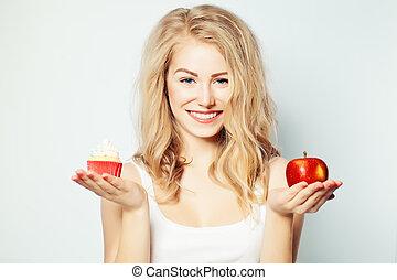 kobieta, niezdrowy, zdrowy, przeważać, jadło., choice., pojęcie, uśmiechanie się, trudny