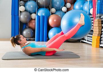 kobieta, noga, piłka, ab, pilates, szwajcarski, podwiezienia, ruch